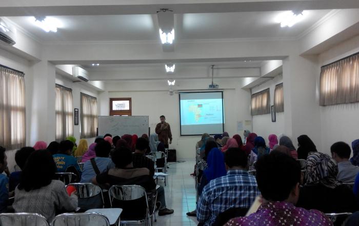 Kuliah psikologi Komunitas bersama Dr. Norbert Vadja