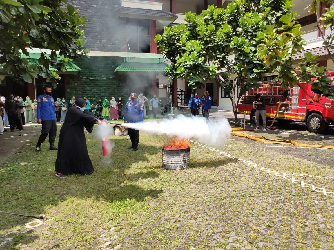 praktek pemadaman api